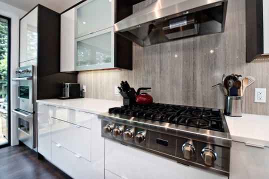 Livingstone Kitchen completed with Wooden White Bolder Stone Panel Backsplash