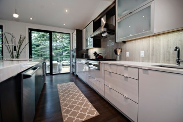 Livingstone kitchen completed with Wooden White Bolder Stone Panel