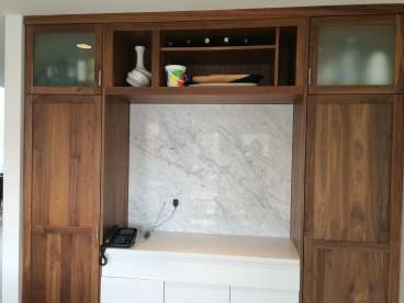 Bianca Carrara Bolder Stone Panel installed as a backsplash