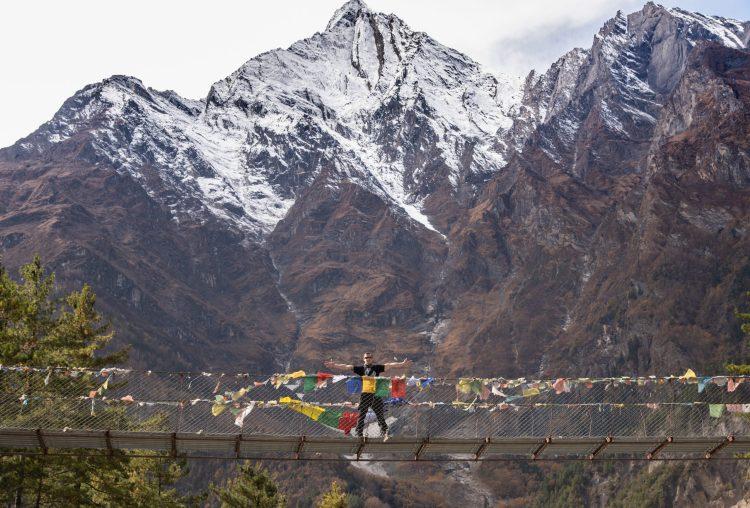 Dorin la înălțime pe podul nepalez de metal