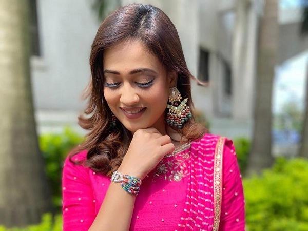 Shweta Tiwari In A Pink Leheriya Saree