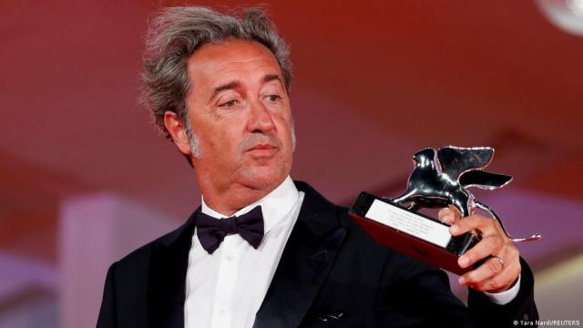 इतालवी फिल्म निर्माता पाओलो सोरेंटिनो को 'द हैंड ऑफ गॉड' के लिए सिल्वर लायन मिला।