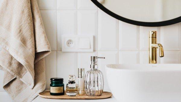 बाथरूम की आदतें जो आपके स्वास्थ्य के लिए हानिकारक हैं