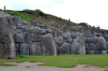 They discover ancient writing in Sacsayhuaman, Peru!