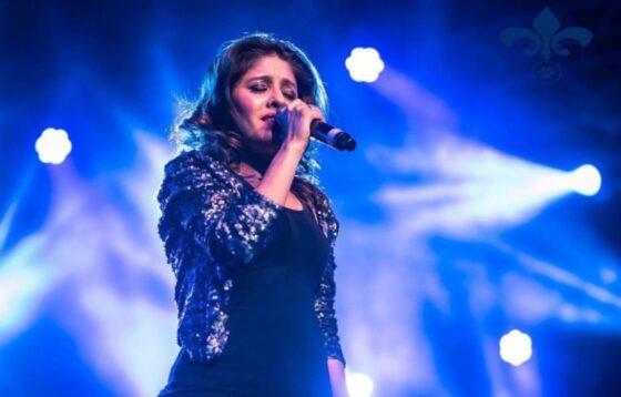 Zangeres Sunidhi Chauhan gaat in op controverse Indian Idol