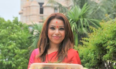 Singer, Raina Agni, Siddhivinayak Temple, video album