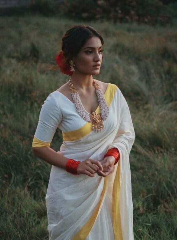 Saniya Iyappan Hot Pictures Wiki Biography