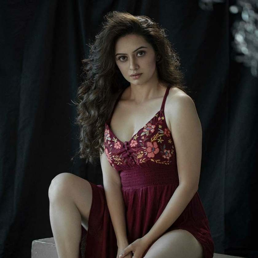 Hot marathi actress shruti marathe