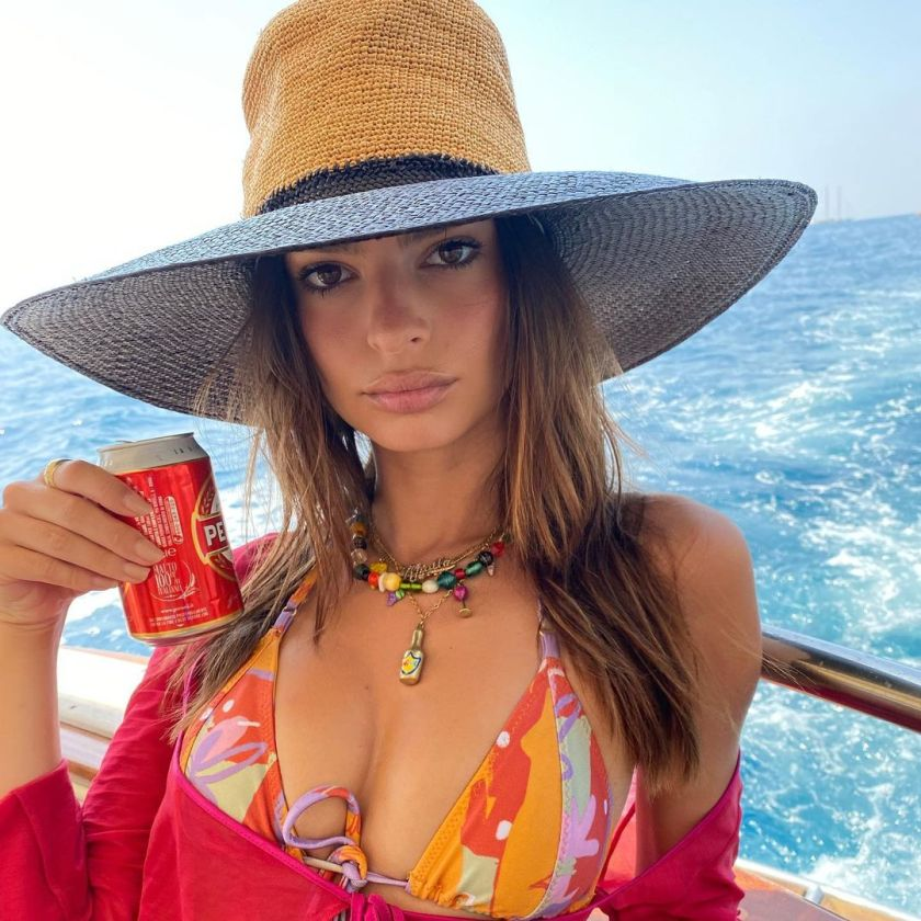 Emily Ratajkowski 10 Hot Stunning Pictures