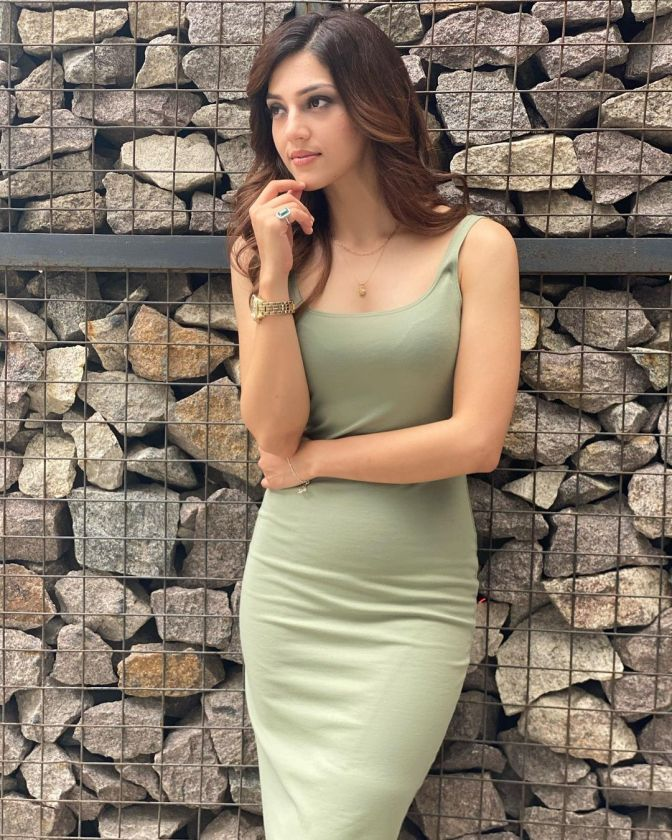 Mehreen Pirzada 8 Hot Gorgeous Pictures
