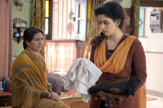 Sanya Malhotra is struggling to mourn the death of her husband in Netflix's Pagglait trailer