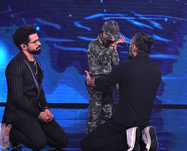 Suniel Shetty gets teary eyed after watching Pruthviraj's performance on 'Sandese Aate Hain' from Border