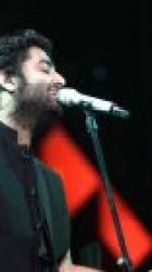 Arijit Singh Live: The singer croons Salman Khan's Dil Diyan Gallan and steals our heart – watch videos