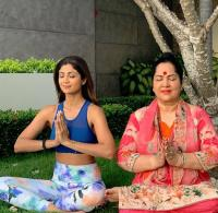Shilpa Shetty with mom