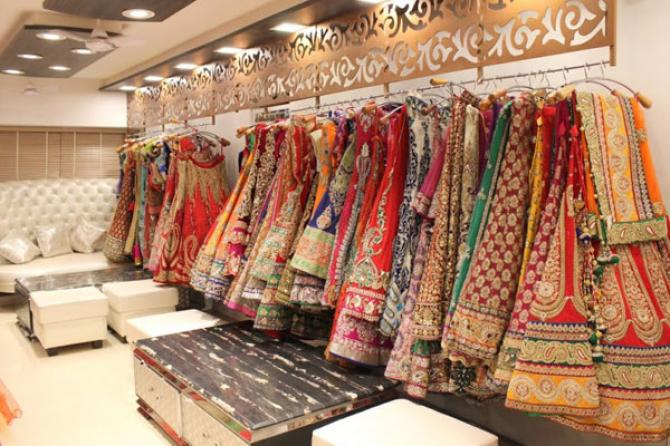 Best Places to Shop for Bridal Lehengas in Chandni Chowk ...