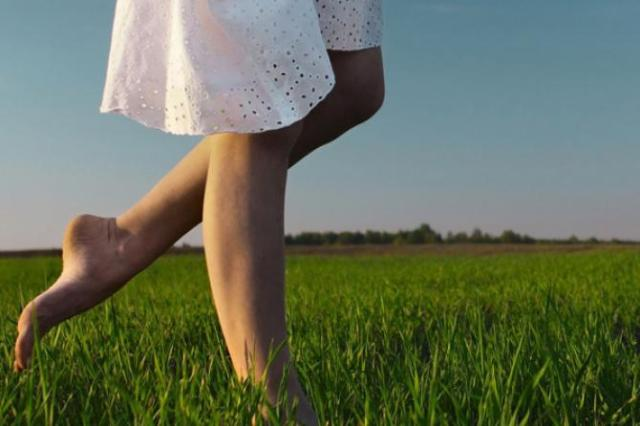 foot care tips naturally pretty soft beautiful feet grass