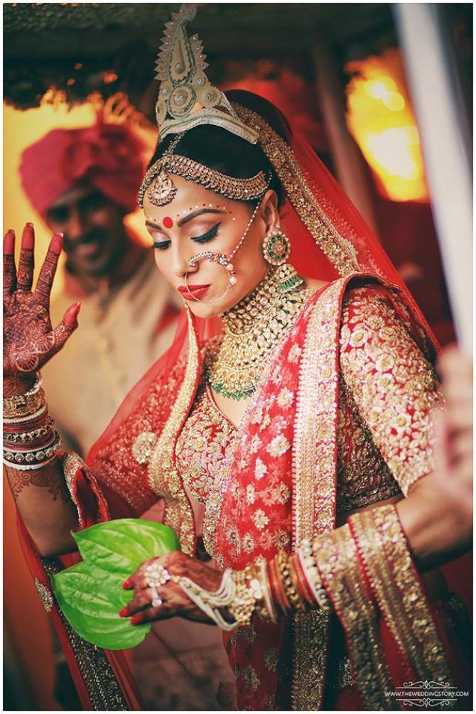 5 Bridal Looks Of Bipasha Basu From Her Wedding Decoding