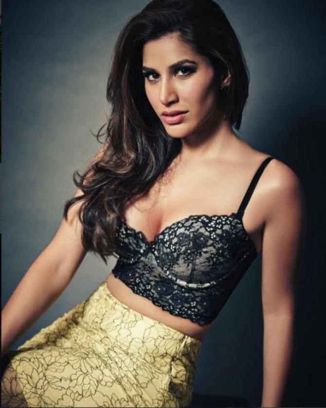 Bollywood Diva Sophie Choudry Is All Set To Get Hitched To This Mystery Man