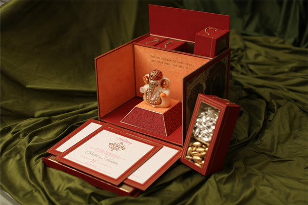 The Wedding Card Of Film Actress Shilpa Shetty Was Designed By Ravish Kapoor Innovative Invitations They Have Two Offices One In Delhi And Other