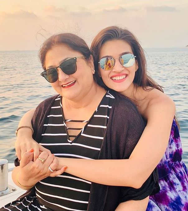 Kriti Sanon with her mother