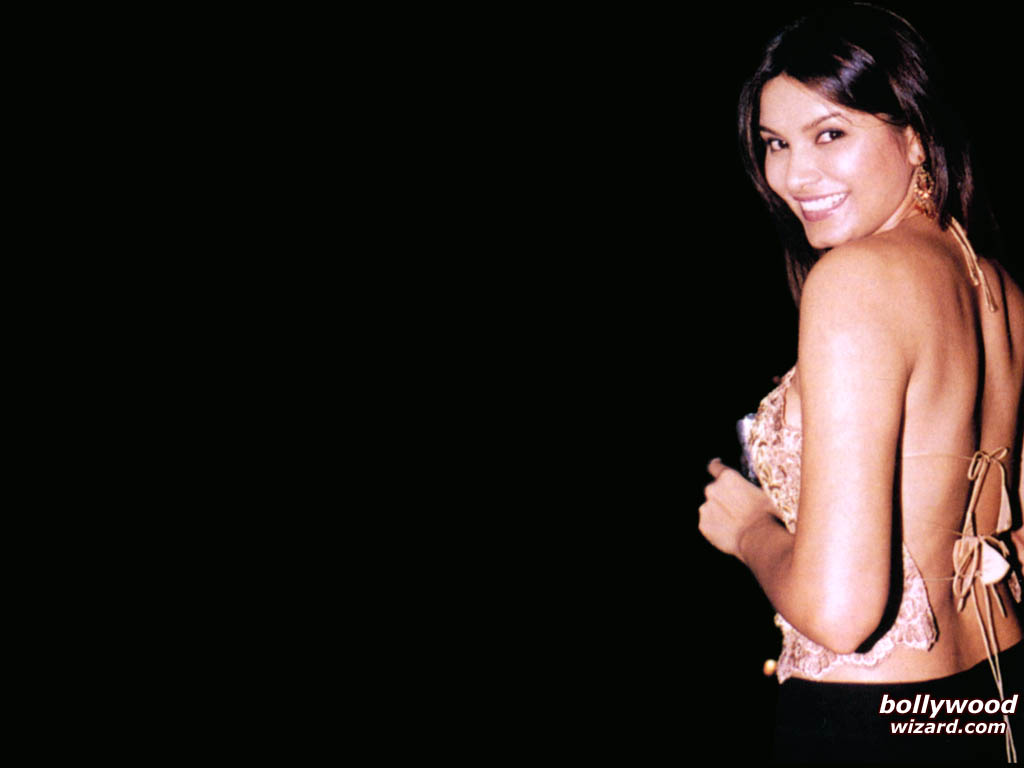"""//www.bollywoodwizard.com/1024x768/diana_hayden_006_1024x768_dxtm.jpg"""" cannot be displayed, because it contains errors."""