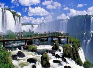 Cataratas em Foz do Iguacu de dia