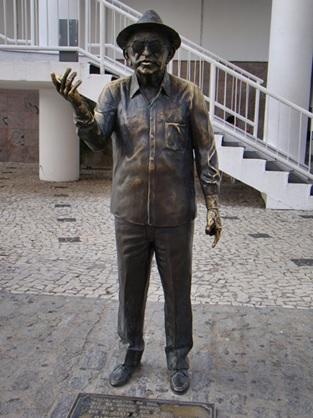 Estátua do poeta Patativa do Assaré em Fortaleza