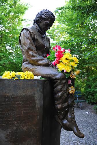 Foto monumento Senna na Itália
