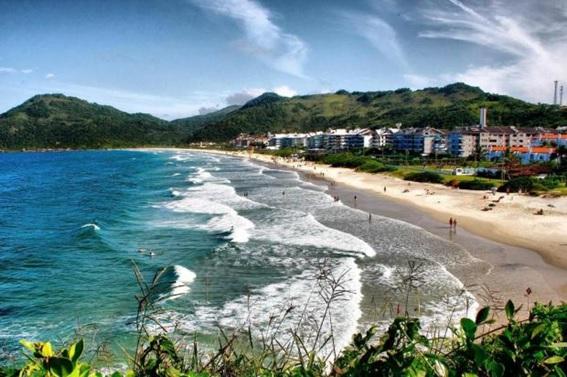 Praia Brava próximo à Balneário Camboriú