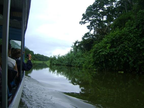 Transporte para chegar a Tortuguero na Costa Rica