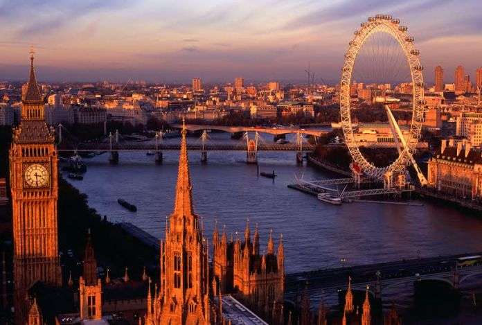 Conheça Londres Voando TAM