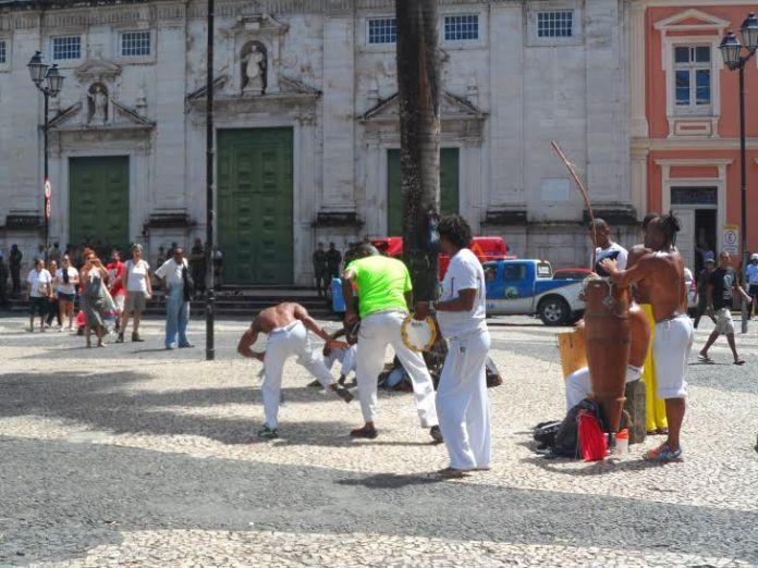 Foto de Capoeira no Terreiro de Jesus em Salvador