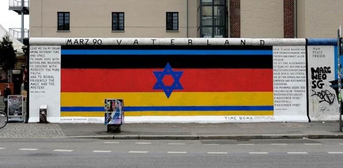 Painel de Gunter Schafer na East Side Gallery em Berlim