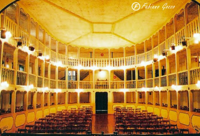 Casa da Ópera de Sabará e Teatro-Municipal - Construídos pelo povo da cidade.