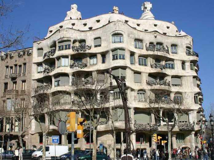 Foto da Casa Milà em Barcelona, Espanha
