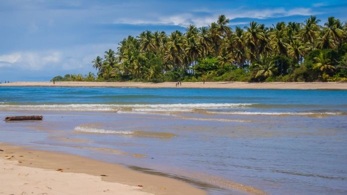 Praia de Morerê é uma das praias mais paradisíacas do nordeste