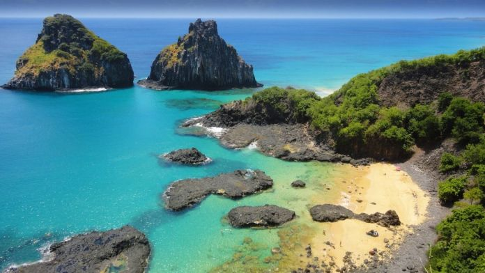 Fernando de Noronha é um dos melhores destinos para viajar em Maio
