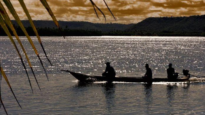 Passear de barco na lagoa do Mundaú é um dos melhores passeios em Maceió