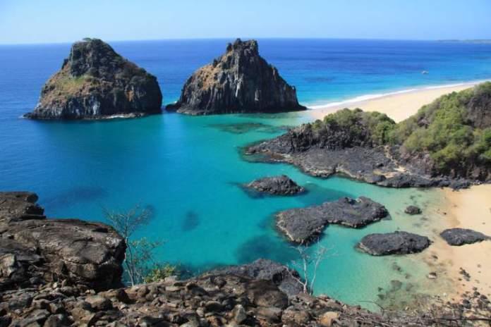 Baía do Sancho em Fernando de Noronha em Pernambuco é uma das praias mais bonitas do Brasil