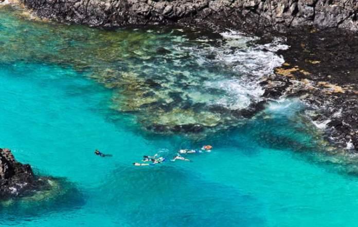 Baía dos Porcos é um dos destinos com águas absolutamente claras para você conhecer no Brasil