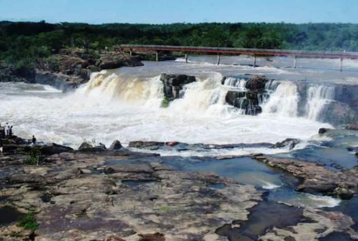 Parque Ecológico da Cachoeira do Urubu no Piauí