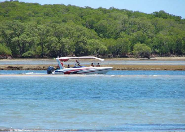 Passeio de Lancha no entorno da Ilha de Boipeba na Bahia