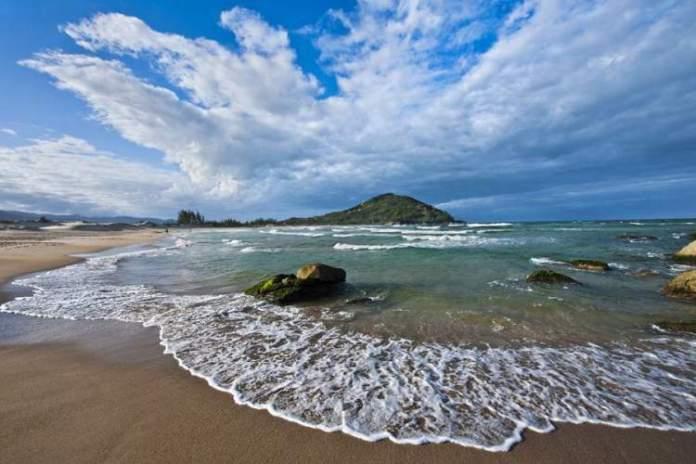 Praia da Ferrugem em Garopaba - Santa Catarina é uma das praias mais bonitas do Brasil