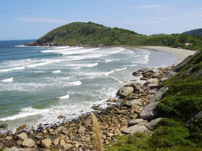 Praia das Encantadas, Ilha do Mel é uma das praias mais lindas do Sul Brasileiro