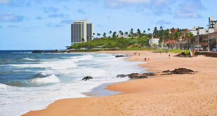 Praia de Amaralina é uma das praias mais bonitas de Salvador