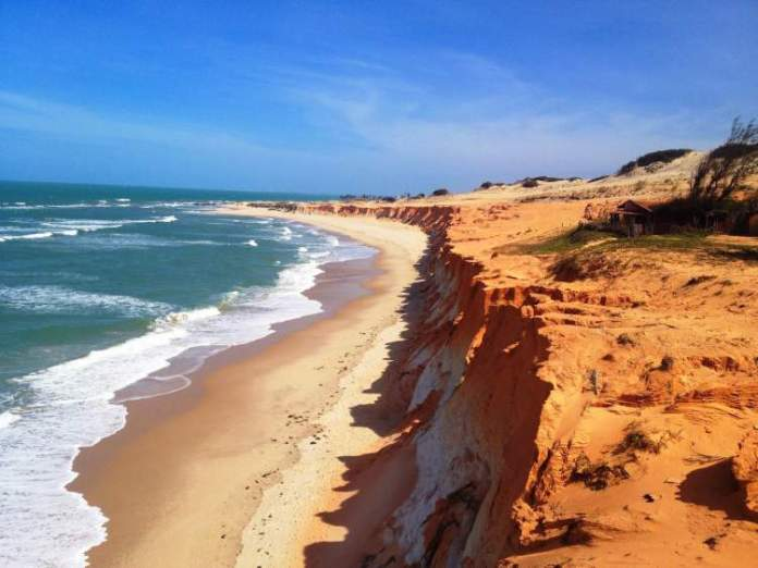 Praia de Canoa Quebrada é uma das praias mais bonitas do Ceará