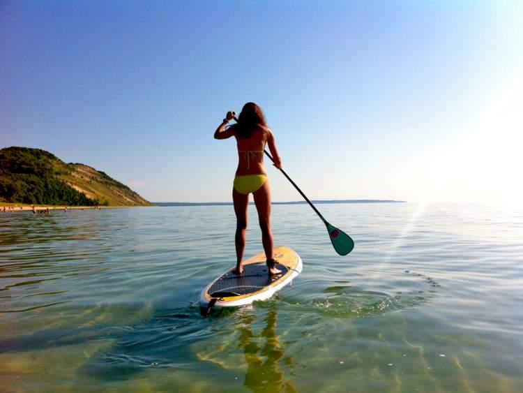 Praticar Stand Up Paddle na ilha de Boipeba na Bahia