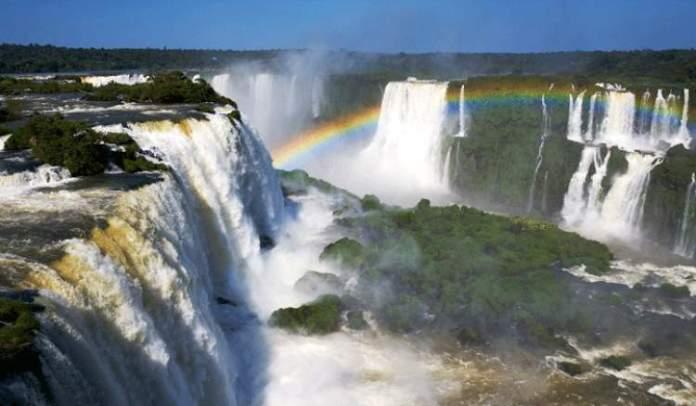 Cataratas do Iguaçu é um dos lugares surreais no Brasil