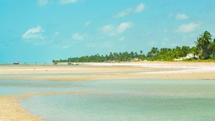 Cenário deslumbrante da praia do Porto da Rua, São Miguel dos Milagres, Alagoas.