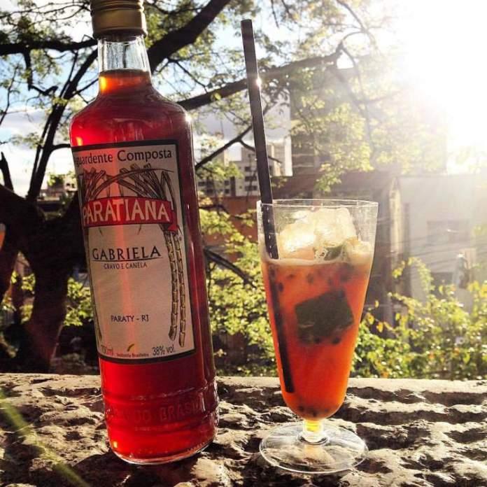 Beba a Cachaça Gabriela e o Drink Jorge Amado é uma das dicas de o que fazer em Paraty